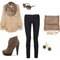 Perfect outfit to look fashionable, stylish and flirty for meeting a group of friends in the fall.