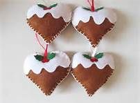 More felt decorations, heart shaped Christmas puddings - really cute Christmas Stall Ideas, Felt Christmas Decorations, Christmas Ornaments, Tree Decorations, Christmas Sewing, Christmas Crafts For Kids, Christmas Projects, Christmas Hearts, Christmas Mood