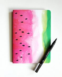DIY Watermelon notebook - back to school. You need only notebook, water colours and black maker ;) it's so easy :D Its a really cute and fun diy id want to share! Notebook Diy, Notebook Covers, Wedding Notebook, Journal Covers, Back To School Art, Back To School Crafts, Diy Cahier, Motif Tropical, Watercolor Art