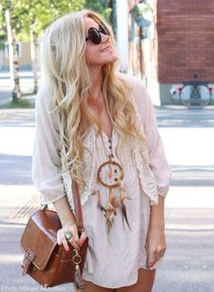 boho love the bag and the combination of off-white with the peach nailpolish
