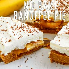 Best No Bake Banoffee Pie Recipe. Super easy, ready in Banoffee Pie is a no bake, flourless & eggless dessert! A combination of sweet, sticky & soft topped with freshly whipped cream will definitely be a hit at your party! Vegan Banoffee Pie, Banoffee Cheesecake, Torta Banoffee, Banana Pudding Cheesecake, Cheesecake Cake, Recipe For Banoffee Pie, Cheesecake Bites, Cheesecake Recipes, Eggless Desserts