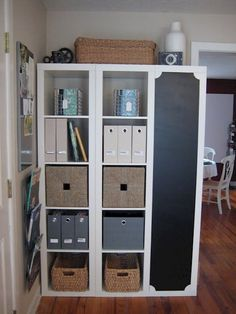 IKEA kast past net niet tegen de wand. Zijn ingenieuze oplossing verspreidt zich nu als een lopend vuurtje! - homeideasclub