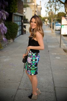 Love this spring outfit idea: printed skirt, black tank, and two-tone mules #StreetStyle
