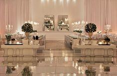 este salón se parece mucho a mi salón de la recepción y me dio una idea mágica para mi boda.... los nervios me están atacando  y quiero que sea perfecta...