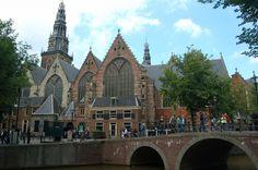 Iglesia Oude Kerk en #Ámsterdam - Euroviajar.com