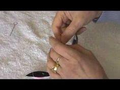 2 shuttle Split Ring Tatting Demonstration- she verbally explains what she's doing. very good demo