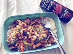 matlåda 💫😁 Kyckling wok från igår med lite cashewnötter, en matsked sås & myyyycket soja 😍🍛 #eatclean fav mealprep