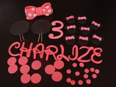 Edible Minnie Mouse Cake Topper Set !  Set is enough to decorate 8-14sheet cake and you can use the Minnie heads on the cake or additional