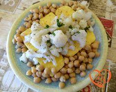 Cavolfiori, ceci e polenta http://www.cuocaperpassione.it/ricetta/db351f4c-9f72-6375-b10c-ff0000780917/Cavolfiori_ceci_e_polenta
