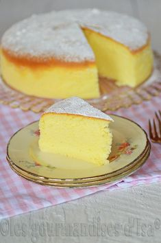 Matcha tea and nettle cake - HQ Recipes Fruit Birthday Cake, Fruit Wedding Cake, Devils Food, Winter Desserts, Mini Patisserie, Logo Patisserie, Boutique Patisserie, Fruit Cake Design, Chocolate Fruit Cake