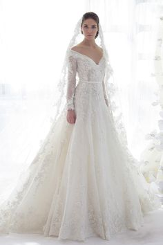 Ziad Nakad Bridal Collection, 2013  Ich liebe Kleider mit Spitze und langen Armen....