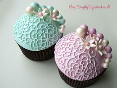 Cupcakes by SimplyCupnCakes - Vintage lace effect. How to make these: http://simplycupncakes.wordpress.com/2013/01/23/vintage-blonde-cupcakes/