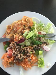Tilapia whit salad and beans