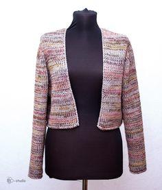 Дорогие друзья! Сегодня я очень рада показать вам новую модель вязаного пальто - трансформера. По ощущениям - это очень оригинальная и очень функциональная вещь. Она сразу привлекает к себе внимание, выглядит самобытно и стильно. Идея состоит в том, что пальто разделено на две части - длинный жилет и курточку-болеро с рукавами. Благодаря этому комплект можно носить в разных сочетаниях.