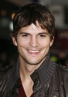 Ashton Kutcher--Not really HANDSOME, as much as boyish good looks, and charm. I like when he plays parts that show his vulnerability and sweetness. Ashton Kutcher, Demi Moore, Fringe Hairstyles, Hairstyle Short, Famous Faces, Pretty People, Beautiful Men, Beautiful People, Movie Stars