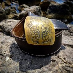 Ещё одна вещь с историей. Собираемся возобновить эту серию. Как вам? #белыйясень #творческаямастерская #кожа #натуральнаякожа #ремень #латунь #бляха #травление #патина #cuero #craft #leather #handmade http://belyas.ru/ #madeinrussia  #сделановручную #сделановроссии