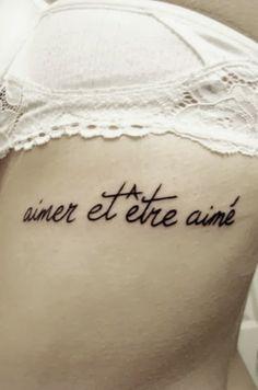 Tatuagens com frases ou palavras & dicas para quem quer fazer sua primeira tattoo