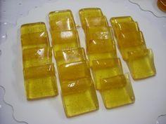 Réaliser une recette de bonbons au miel : 400 g de sucre 200 g de miel 100 g de glucose Faire fondre le miel et le glucose sur feux doux. Ajouter le sucre semoule , mélanger délicatement Cuire à 155° lorsque la température de cuisson est atteinte , ajouter...