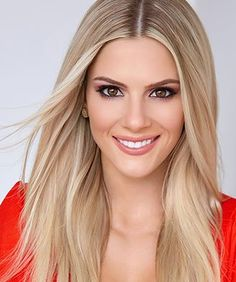 Best Pageant Headshots: 2019 Edition - Pageant Planet Sarah Rose Summers was voted in the second spo Beautiful Girl Photo, Beautiful Smile, Beautiful Women, Miss Universe Gowns, Blonde Beauty, Hair Beauty, Professional Headshots Women, Crimson Hair, Pageant Headshots