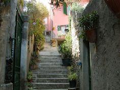 Tuscan urban scene. Photo by AlessandroMisterioso - Pixdaus