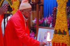 Revered Srimat Swami Prabhanandaji Maharaj, Vice President of Ramakrishna Math and Ramakrishna Mission, Belur Math conducting aarti inside Garva Mandir of the newly built Sri Ramakrishna Temple. More Consecration Ceremony photos are available at http://www.rkmctg.org/   #ramakrishna #sarada #vivekananda #vedanta #paramhansa #saradadevi #swami #swamiji #swamivivekananda #vivek #rkm #rkmctg #belurmath #belur #chittagong #bangladesh #mission #sevashrama #maharaj #temple