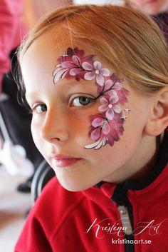 Face painting flowers. Ansiktsmålning blommor. kristinaart.se
