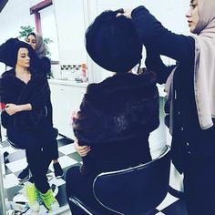 Behind the scenes of a new #hijab  shoot #innabagoli #hijabstyling P.S. Check out my matching shoes...))