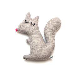 Doris le jouet de peluche de laine d'agneau écureuil - en stock