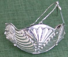 Tea strainer zeus boat form