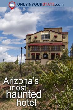 The Story Behind This Haunted Arizona Hotel Is Seriously Creepy Travel Arizona Road Trip, Arizona Travel, Sedona Arizona, Jerome Arizona, Scary Places, Haunted Places, Abandoned Places, Places To Visit, Haunted Hotel