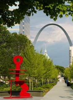 Parks, museums and other attractions (many free!) draw visitors to Saint Louis. Explore Forest Park, including the Saint Louis Zoo and Missouri History Museum; the Gateway Arch; Citygarden; the Missouri Botanical Garden and more.