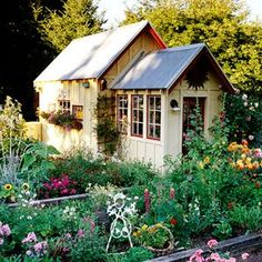 Ideas Charming garden shed cottage style.love the flower bedsCharming garden shed cottage style.love the flower beds Cottage Garden Sheds, Home And Garden, Cottage Gardens, Backyard Cottage, Backyard Sheds, Outdoor Sheds, Cottage House, Outdoor Gardens, Shed Design