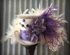 Mini Top Hats and other Cool Fascinators par ChikiBird Steampunk Top Hat, Steampunk Wedding, Steampunk Costume, Steampunk Necklace, Funky Hats, Cool Hats, Wedding Top Hat, Christmas Topper, Mad Hatter Hats