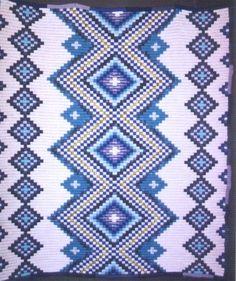 MARIANA MAI ARTE TEXTIL, DECORACIÓN Y DISEÑO: Pequeños rombitos laterales azules de grandes dimensiones