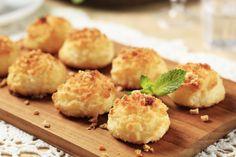 Pillekönnyű, gluténmentes kókusz teasüti  A kókuszos teasüti mézzel készül, liszt- és gluténérzékenyek is fogyaszthatják.