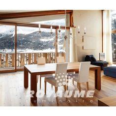 Suspendu vanille avec accent couleur bois naturel, idéal pour salle à manger.