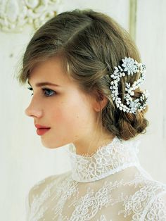 ビジュー髪飾り×クラシックヘア