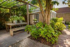 Small Outdoor Patios, Small Patio, Pergola Garden, Backyard Patio, Stone Patio Designs, Porches, Patio Plants, Small Garden Design, Contemporary Garden