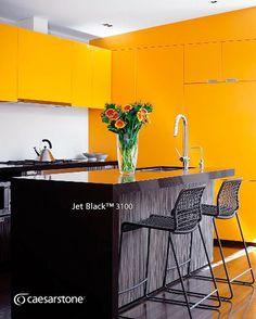 Elegante isla de cocina con la superficie de cuarzo Jet Black™, no cabe duda de que su color resalta fácilmente. #caesarstone #caesarstonemx #cocinas #cocinasmodernas #baños #tendencias #tendencias2016 #ideas #ideasparalacasa #islasdecocina #cuarzo #cubiertasdecuarzo #encimeras #marmol #granito #ambientes #quartz #archdaily #arquitectura #arquitecturamx #remodelacion #construccion #interiorismo #casasboutique #interiorismomexico #diseño #diseñointerior #quartzcountertops #marble #granite
