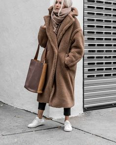 This winter, faux fur coats are taking the fashion world by storm! Check out this list of 15 faux fur coats you'll die over this winter! Max Mara Teddy Coat, Teddy Bear Coat, Max Mara Coat, Winter Fashion Outfits, Fall Winter Outfits, Autumn Winter Fashion, Winter Coats Women, Coats For Women, Mode Russe