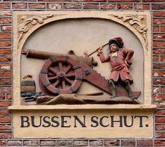 Gevelsteen BUSSENSCHUT | by Vereniging Vrienden van Amsterdamse Gevelstenen