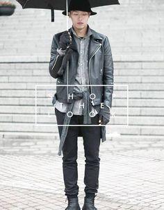 Shop the Look: Wir lassen euch nicht im Regen stehen! Bikerjacke mit Hemd und umgebundenen Sweater, schwarze Basic Hose und Used Boots. Jetzt nachshoppen: http://www.sturbock.me/?search=set7