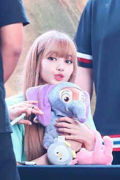 Lisa at fansign event Kpop Girl Groups, Korean Girl Groups, Kpop Girls, Kim Jennie, Yg Entertainment, Forever Young, Lisa Instagram, K Pop, Lisa Black Pink