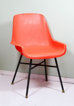 #PinPantone vintage Retro chair