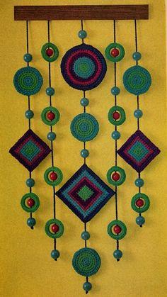 Crochet Decoracion Colgantes Ideas For 2020 Crochet Wall Art, Crochet Wall Hangings, Crochet Curtains, Crochet Decoration, Crochet Home Decor, Yarn Crafts, Felt Crafts, Crochet Designs, Crochet Patterns