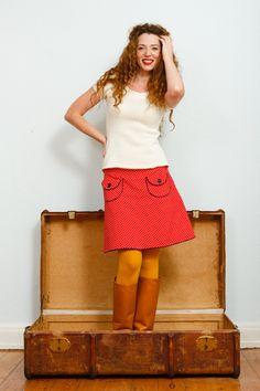 Rot-weisser Retrorock mit Taschen