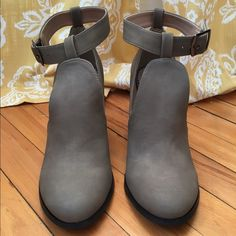 "⭐️NWOT⭐️ Ankle Strap Boots with Cutouts NWOT taupe ankle boots with chunk heel, ankle strap, and stylish cutouts.  ▫️Size 8.5 (fit more like an 8) ▫️Heel height is 3.5""  (Not Steve Madden - Using for visibility only) Steve Madden Shoes Ankle Boots & Booties"
