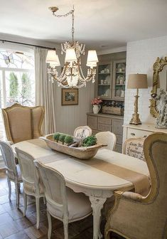 Fancy French Country Dining Room Decor Ideas (47)