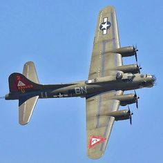 This is a Flying Fortress, a bomber that played a big part in WWII. There were over produced, emphasizing the rapid advancement of war from WWI. The Flying Fortress was a large step from dropping bombs by hand. B 17, Ww2 Aircraft, Military Aircraft, Fixed Wing Aircraft, Old Planes, War Thunder, Nose Art, Model Airplanes, Air Show