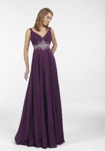 Vestido corte imperio (imagínatelo en color marfil, crema o champaña).